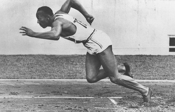 Jesse Owens - start in cursa de 200 de metri